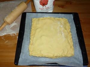 Сейчас пирог пойдет в печь