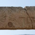 Изображение креста над входом