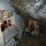 То самое место в пещере, где была найдена драгоценная икона.