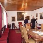 Одна из комнат в монастырской гостинице,восстановленная о.Данэлем. На стенах портреты прежних настоятелей.