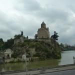 Метехская церковь над Курой и памятник святому благоверному царю Вахтангу Горгосали